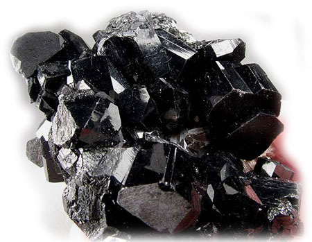камень турмалин фото черный