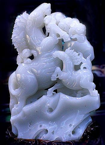 Голубой нефрит, резьба по камню, статуэтка Конь