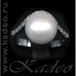 Кольцо с природным ЖЕМЧУГОМ 11 мм в окружении белых топазов. Белое золото, серебро 925