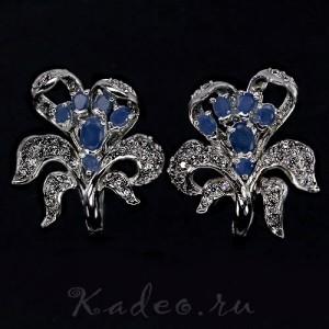 Шикарные зизайнерские серьги *Иринсы* с синими САПФИРАМИ и МАРКАЗИТАМИ в белом золоте и серебре