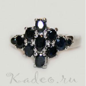 Черно-синие САПФИРЫ в серебряном с платиной кольце, размер 19,5
