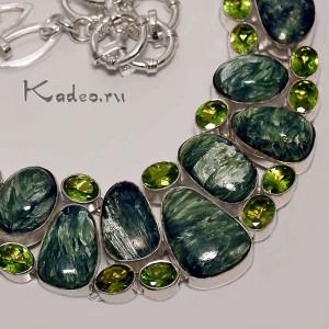Шикарное серебряное КОЛЬЕ с нат камнями КЛИНОХЛОР - серафинит и ХРИЗОЛИТ - перидот