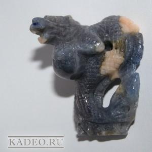САПФИР природный натуральный. 3D резьба по камню ДРАКОН, талисман. Тибет